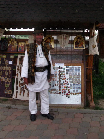 costum traditional Bucovina