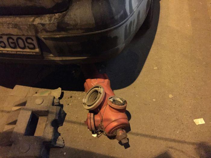 hidrant-lovit-de-masina